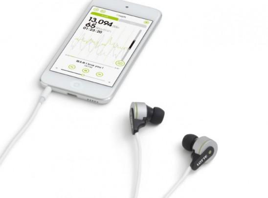롯데는 씹는 동작만으로 스마트폰 속 음악을 재생할 수 있는 입력장치를 개발했다. - 롯데 제공